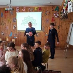 Mokyklos direktorė Virginija Stanislovaitienė sveikina dalyvius